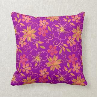 púrpura vibrante de la almohada de tiro de las