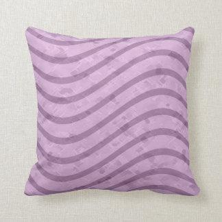 Púrpura y línea ondulada modelo de la lavanda cojín decorativo