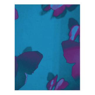 Púrpura y mariposas de la turquesa postal