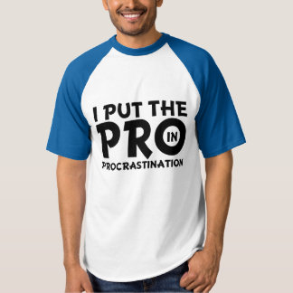 Puse el favorable en hombres perezosos divertidos camiseta