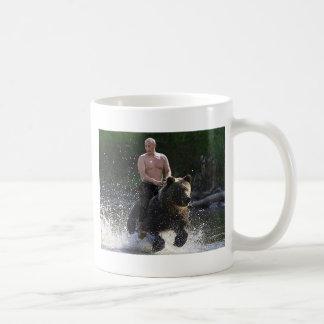 ¡Putin monta un oso! Taza De Café