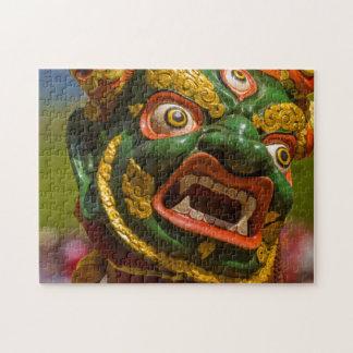 El asiático enmascarado folla lentamente su coño peludo 6