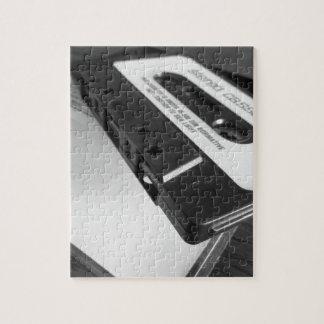 Puzzle Cinta de casete audio del vintage en la tabla de