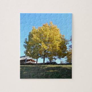 Puzzle El árbol amarillo y el cielo azul