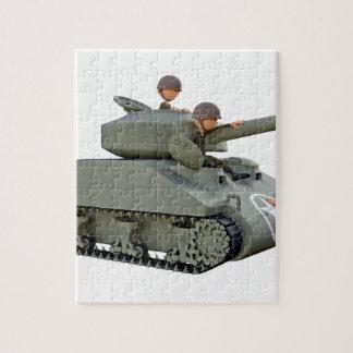 Puzzle El tanque y soldados del dibujo animado en la