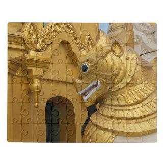 Puzzle Estatua de oro del león en el templo