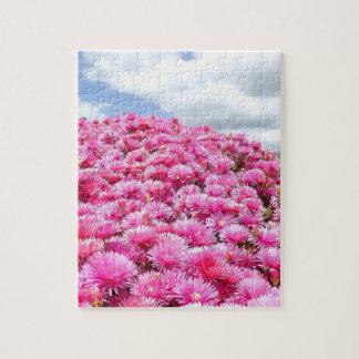 Puzzle flores hermosas en las nubes hinchadas del sol