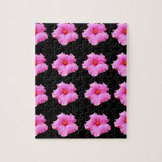 Puzzle Flores rosadas del hibisco en el negro, _