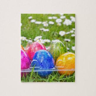 Puzzle Huevos de Pascua pintados coloridos en hierba con