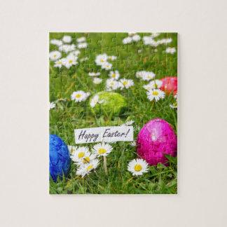 Puzzle Huevos de Pascua pintados en hierba con las