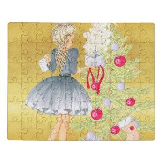 Puzzle Magia del navidad - Blonde que adorna un árbol