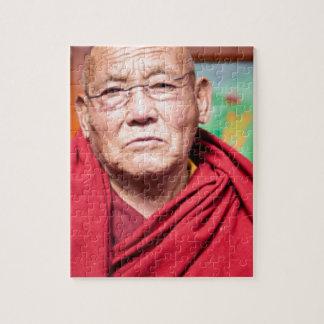 Puzzle Monje budista en traje rojo