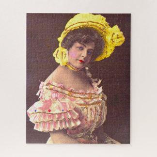 Puzzle mujer de los 1890s en la impresión con volantes