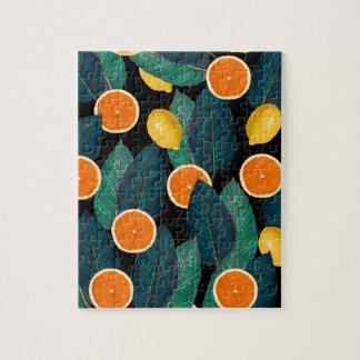 Puzzle negro de los limones y de los naranjas