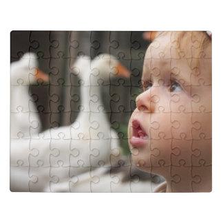 Puzzle Niño pequeño con los ojos grandes en la granja