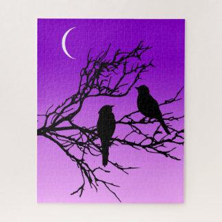 Puzzle Pájaros en una rama, negra contra la púrpura
