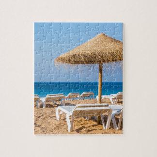 Puzzle Parasol de mimbre con la playa beds.JPG
