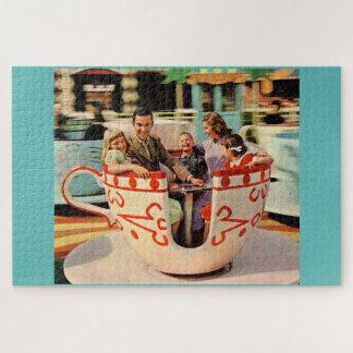 Puzzle paseo de la taza de té de los años 60 en el parque