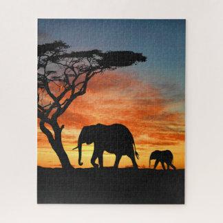 Puzzle Silueta africana colorida del elefante de la