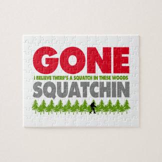 Puzzle Squatchin ido Bigfoot que oculta en maderas
