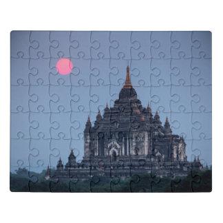 Puzzle Templo budista en la puesta del sol