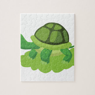 Puzzle tortuga que camina en la hierba