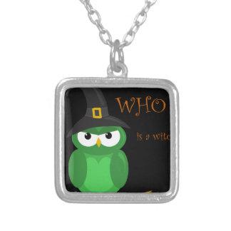 ¿Quién es una bruja? - verde Colgante Cuadrado