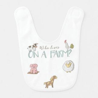 Quién vive en un babero del bebé de la granja