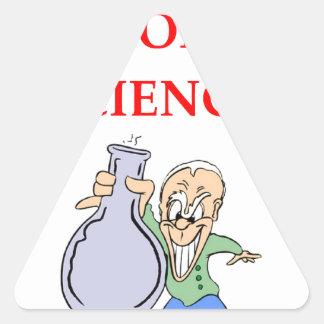 química pegatina triangular