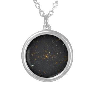 Racimo MS1054-0 de la galaxia Colgante Redondo