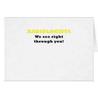 Radiólogos que vemos a la derecha a través de tarjeta de felicitación