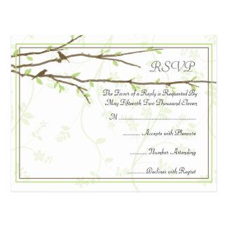 Ramas de florecimiento con la postal de RSVP de