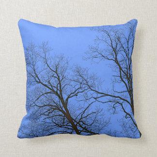 Ramas desnudas del arte de la naturaleza de los almohadas