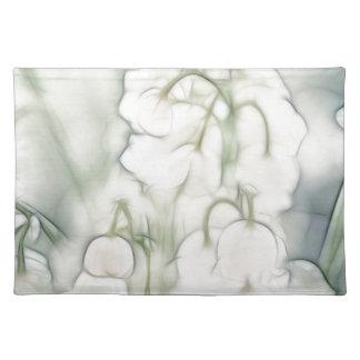 Ramo de la flor del lirio de los valles salvamanteles