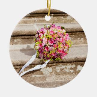 Ramo floral del boda del rosa y del verde adorno de cerámica