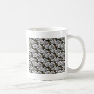 ramo hecho a mano para el día de fiesta taza de café