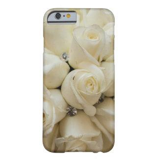 Ramo imponente del boda del rosa blanco funda barely there iPhone 6