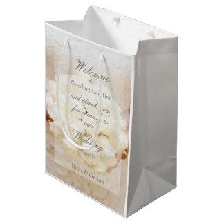 Ramo nupcial blanco de la flor del boda bolsa de regalo mediana