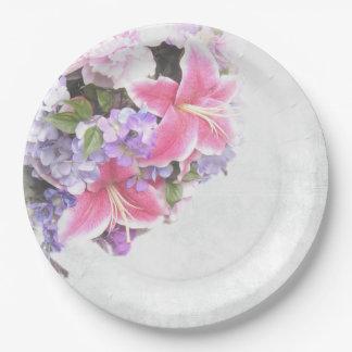 Ramo rosado del lirio plato de papel
