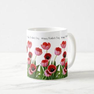Ramo rosado del tulipán de la primavera para el taza de café