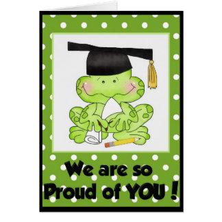 Rana de la graduación somos orgullosos de usted tarjeta de felicitación