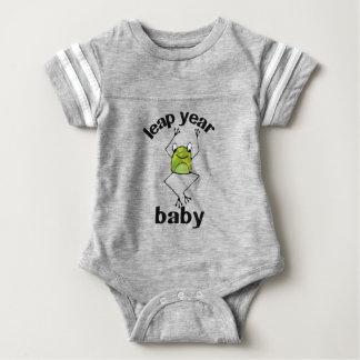 Rana del camafeo del bebé del año bisiesto body para bebé