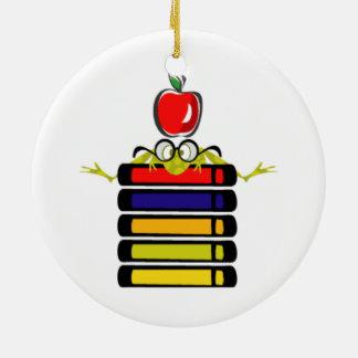 rana del dibujo animado y ornamento de los libros