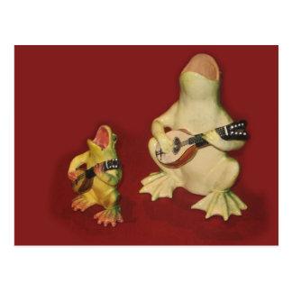 Ranas decorativas - cantando y tocando la tarjeta postal