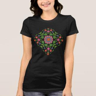 Camiseta Rangoli floral elegante en la camiseta de las