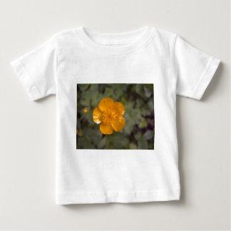 Ranúnculo anaranjado 1 camiseta de bebé
