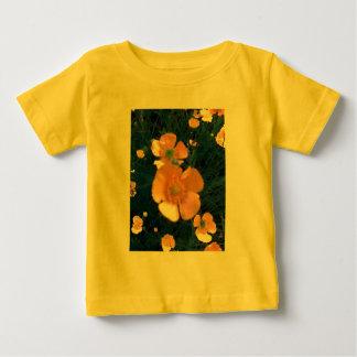 Ranúnculos hermosos camiseta de bebé