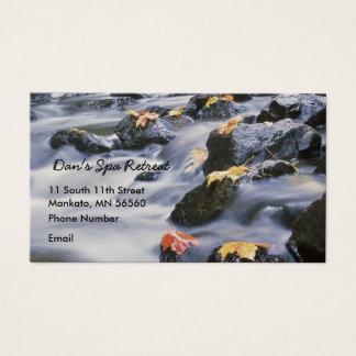 Rapids de precipitación con las hojas de otoño tarjeta de negocios