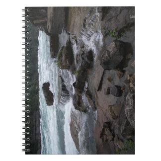 Rapids rocosos en el cuaderno de Niagara Falls