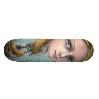 Rapunzel el monopatín del chica del tatuaje